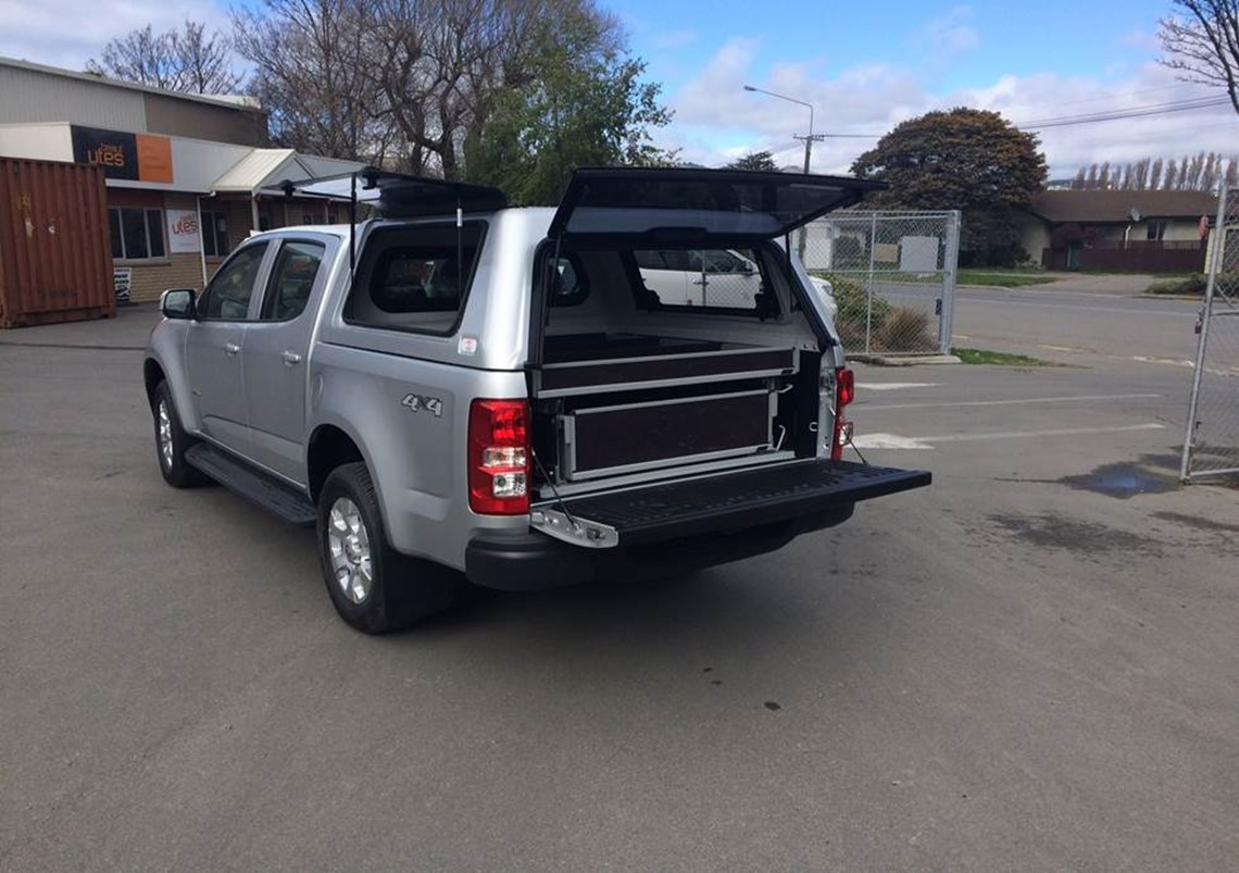silver holden colorado ute with drawers in tub
