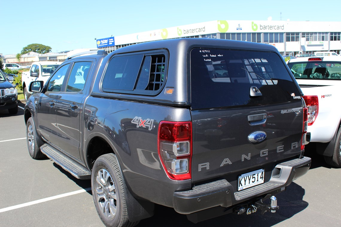 Ford Ranger with central locking canopy