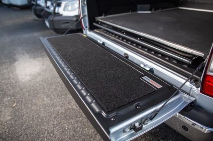 Ute tailgate with carpet liner